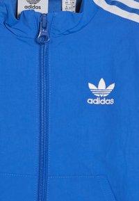 adidas Originals - NEW ICON SET - Trainingspak - blubir/white - 5
