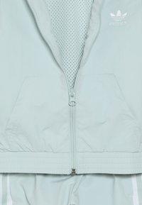 adidas Originals - NEW ICON - Tepláková souprava - vapor green/white - 5