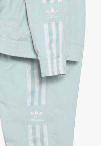 adidas Originals - NEW ICON - Tepláková souprava - vapor green/white - 3