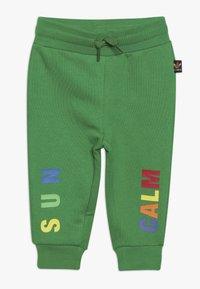 adidas Originals - PHARRELL WILLIAMS TBIITD HD SET - Survêtement - green - 2