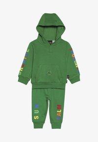 adidas Originals - PHARRELL WILLIAMS TBIITD HD SET - Survêtement - green - 6