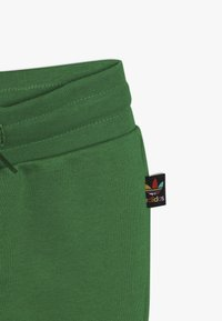 adidas Originals - PHARRELL WILLIAMS TBIITD HD SET - Survêtement - green - 3