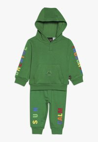 adidas Originals - PHARRELL WILLIAMS TBIITD HD SET - Survêtement - green - 0