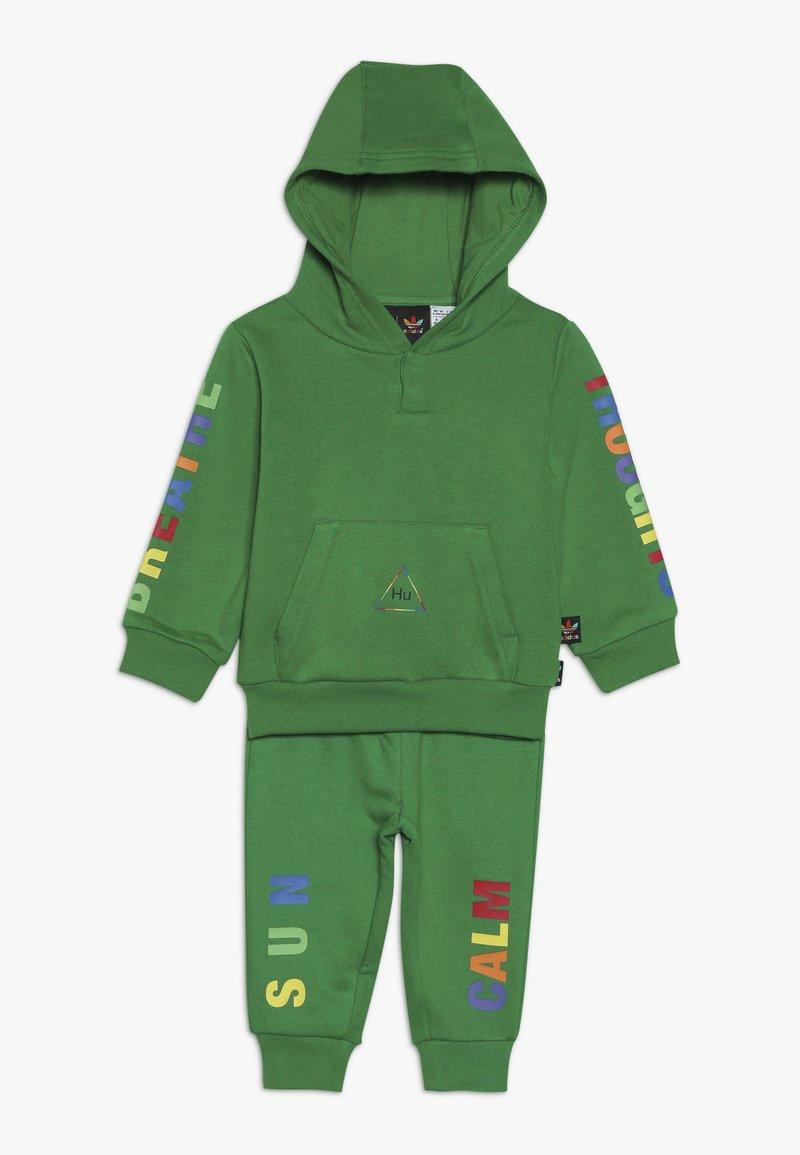 adidas Originals - PHARRELL WILLIAMS TBIITD HD SET - Survêtement - green