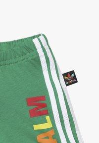 adidas Originals - PHARRELL WILLIAMS TBIITD TEE SET - Shorts - green - 3