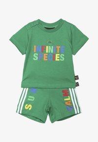 adidas Originals - PHARRELL WILLIAMS TBIITD TEE SET - Shorts - green - 4