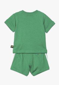 adidas Originals - PHARRELL WILLIAMS TBIITD TEE SET - Shorts - green - 1