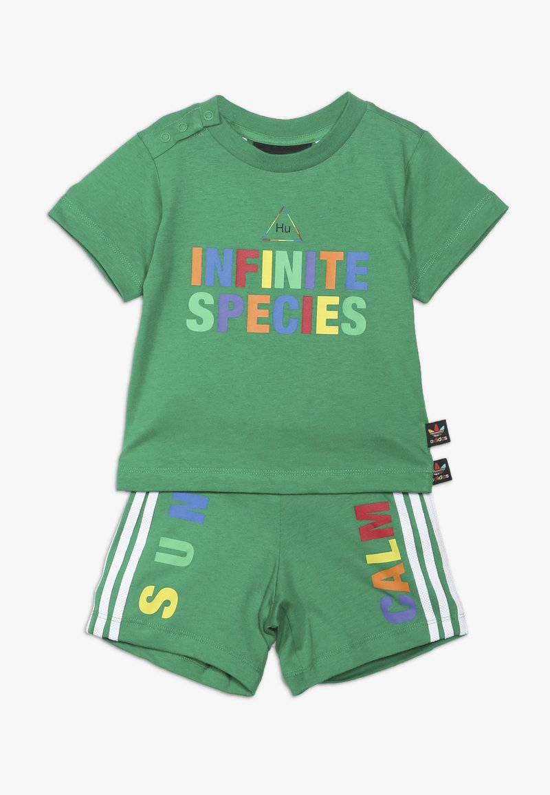 adidas Originals - PHARRELL WILLIAMS TBIITD TEE SET - Shorts - green