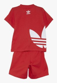 adidas Originals - BIG TREFOIL SET - Pantaloni - lusred/white - 1