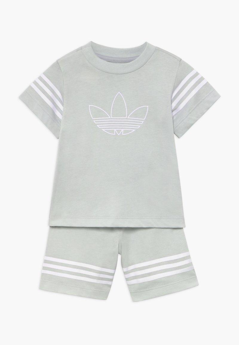 adidas Originals - OUTLINE SET - Kraťasy - light grey