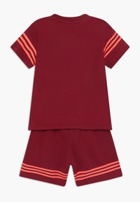 adidas Originals - OUTLINE SET - Trainingsbroek - dark red - 1