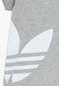 adidas Originals - TREFOIL SET - Trainingsbroek - mgreyh/white - 3