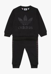 adidas Originals - DEBOSSED CREW SET - Chándal - black - 0