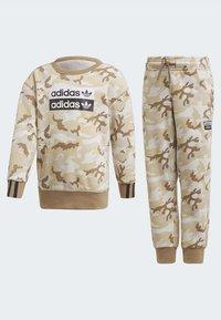 adidas Originals - R.Y.V. CAMOUFLAGE CREW SET - Sweatshirt - brown - 4