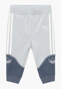 adidas Originals - OUTLINE CREW SET - Trainingspak - grey/white - 2