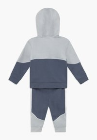adidas Originals - OUTLINE HOOD SET - Trainingsanzug - light grey - 1