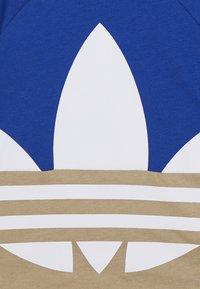adidas Originals - BIG TREFOIL SET - Shorts - royal blue/khaki/white - 2