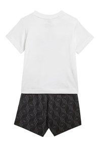 adidas Originals - SHORTS AND TEE SET - Shorts - white - 1