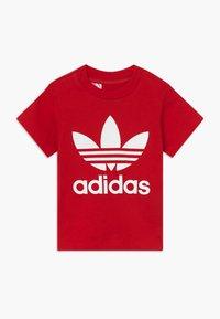 adidas Originals - TREFOIL TEE - T-shirt imprimé - scarle/white - 0