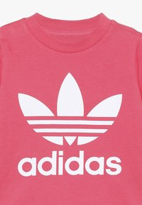 adidas Originals - TREFOIL TEE - T-Shirt print - real pink/white - 3