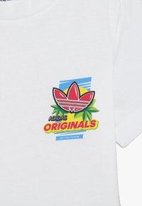 adidas Originals - GRAPHIC TEE - Camiseta estampada - white - 3