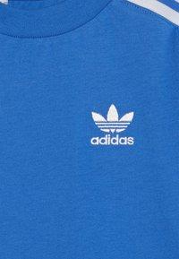 adidas Originals - NEW ICON TEE - T-shirt print - blue/white - 4