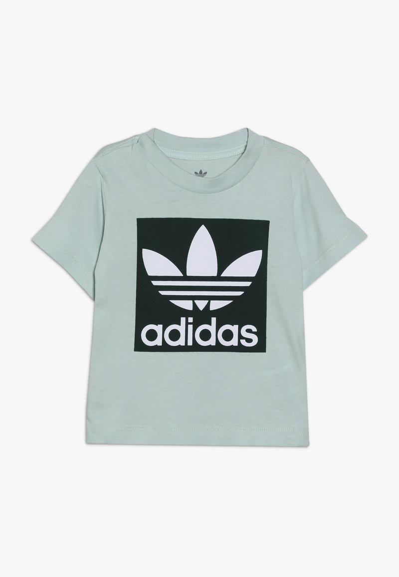 adidas Originals - TREFOIL TEE - T-shirt med print - light green