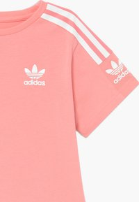 adidas Originals - NEW ICON - Print T-shirt - pink/white - 3