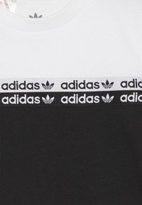 adidas Originals - TEE - T-shirt con stampa - black/white - 3