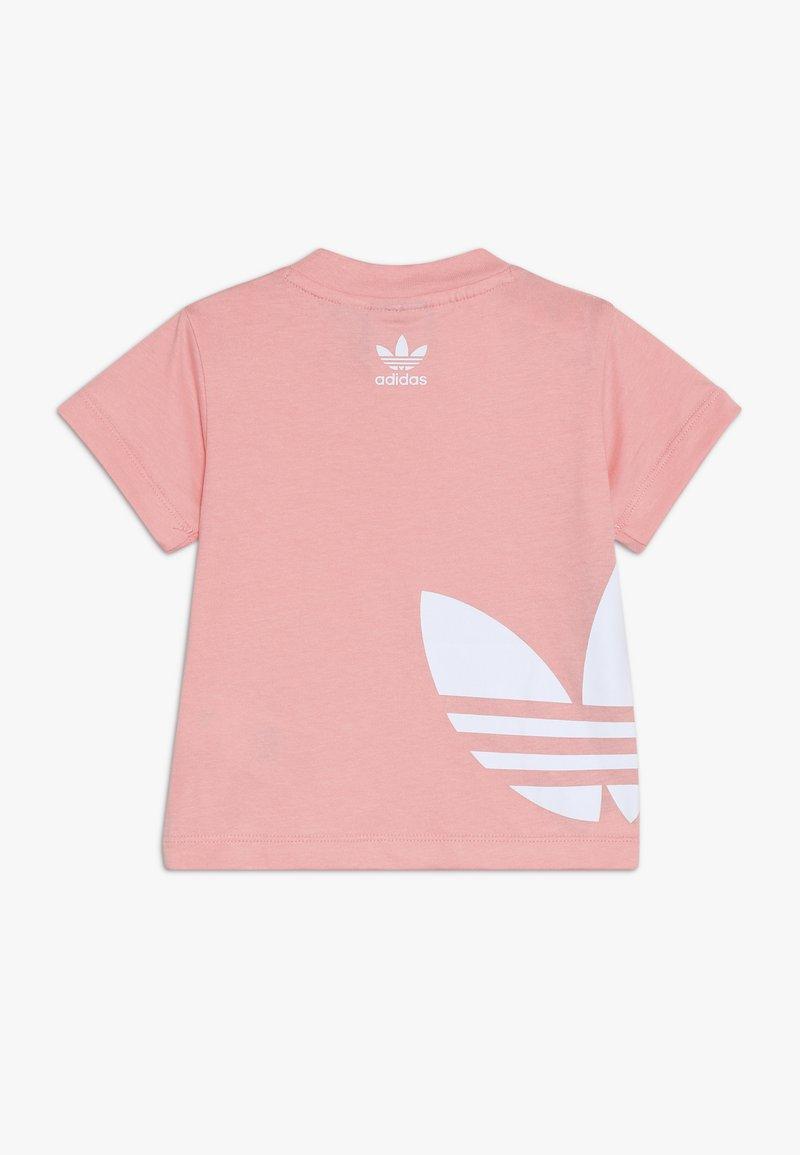 adidas Originals - BIG TREFOIL TEE - Print T-shirt - glopnk/white