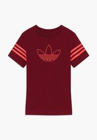 adidas Originals - OUTLINE - Print T-shirt - dark red - 0