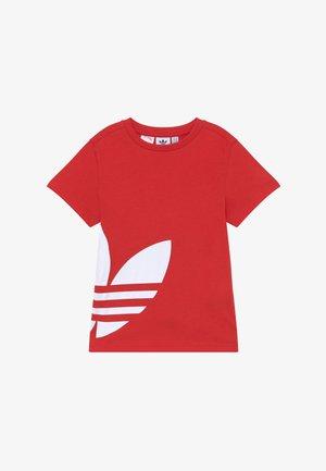 BIG TREFOIL - Print T-shirt - lusred/white