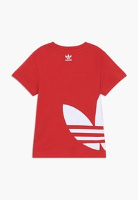 adidas Originals - BIG TREFOIL - Print T-shirt - lusred/white - 1