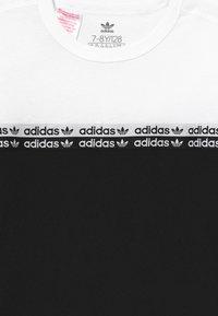 adidas Originals - T-shirt print - black/white - 3