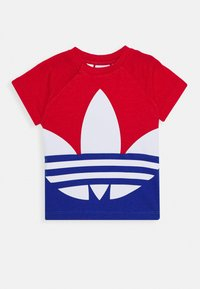 adidas Originals - BIG TREFOIL TEE  - Camiseta estampada - scarlet/royal blue/white - 0
