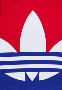 adidas Originals - BIG TREFOIL TEE  - Camiseta estampada - scarlet/royal blue/white - 3