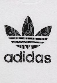 adidas Originals - TEE - Print T-shirt - white/black - 3