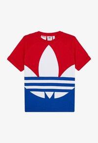 adidas Originals - BIG TREFOIL TEE - T-shirt con stampa - scarlet/royal blue/white - 2
