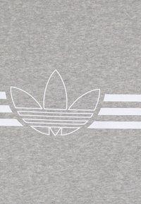 adidas Originals - OUTLINE CREW - Mikina - medium grey heather/white - 3