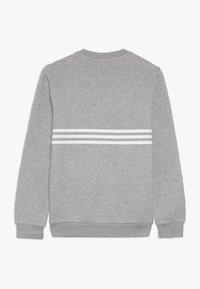 adidas Originals - OUTLINE CREW - Sweatshirt - medium grey heather/white - 1
