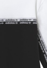 adidas Originals - CREW - Sweatshirt - black/white - 3