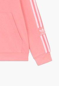 adidas Originals - LOCK UP HOODIE - Bluza z kapturem - pink/white