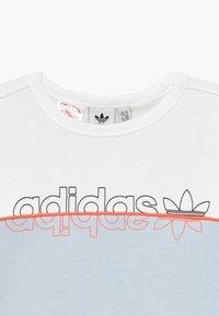 adidas Originals - CREW - Sweatshirt - skytin/white - 3