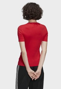 adidas Originals - TIGHT T-SHIRT - Printtipaita - red - 1