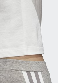 adidas Originals - CROP TOP - Printtipaita - white - 6