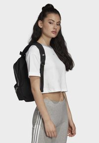 adidas Originals - CROP TOP - Printtipaita - white - 2