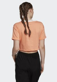 adidas Originals - CROP TOP - T-shirt z nadrukiem - orange - 1