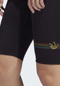 adidas Originals - PRIDE BIKE SHORTS - Legging - black - 4