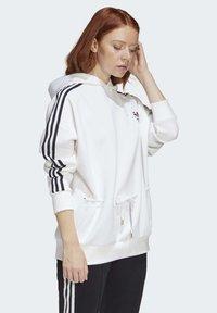 adidas Originals - HOODIE - Bluza - white - 3
