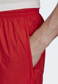 adidas Originals - BIG TREFOIL TRACKSUIT BOTTOMS - Jogginghose - red - 4